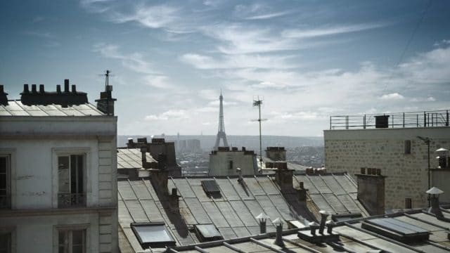 Mon premier logement fut une chambre de bonne de 9 m²... Mais j'avais vu sur la Tour Eiffel!