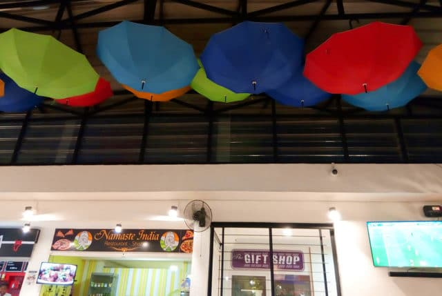 Une farandole de parapluies