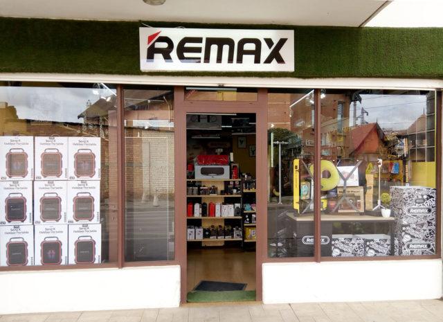 Voici la devanture de Remax Store à Tana Water Front Ambodivona