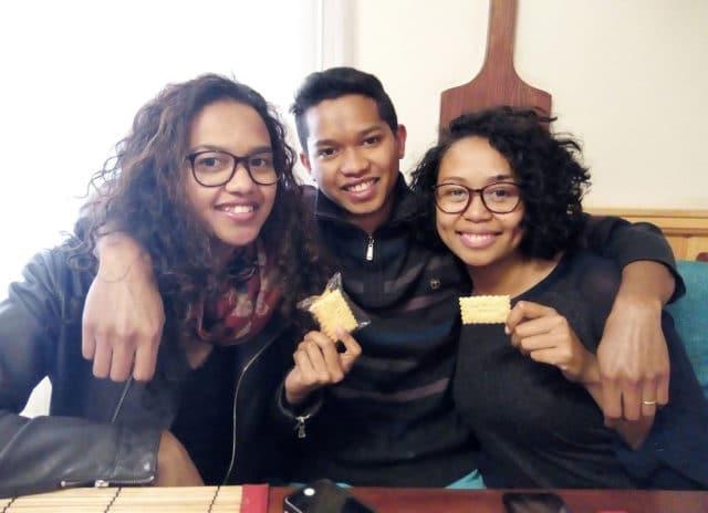Rindra, Mamy et Salohy (de gauche à droite) les gérants d'Écris moi un biscuit