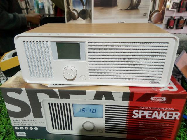 Le speaker rétro Bluetooth avec radio intégrée Remax