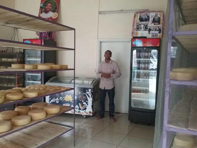 M. Tahina dans l'un de ses points de vente