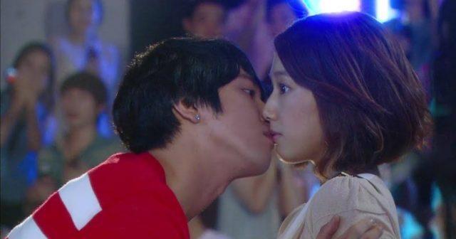 """L'horrible baiser """"surprise"""" trop cliché, """"Heartstrings"""" (2011) avec Jung Yong Hwa (CNBLUE) et Park Shin Hye"""