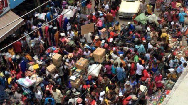 Galère à Antananarivo: le bain de foule!