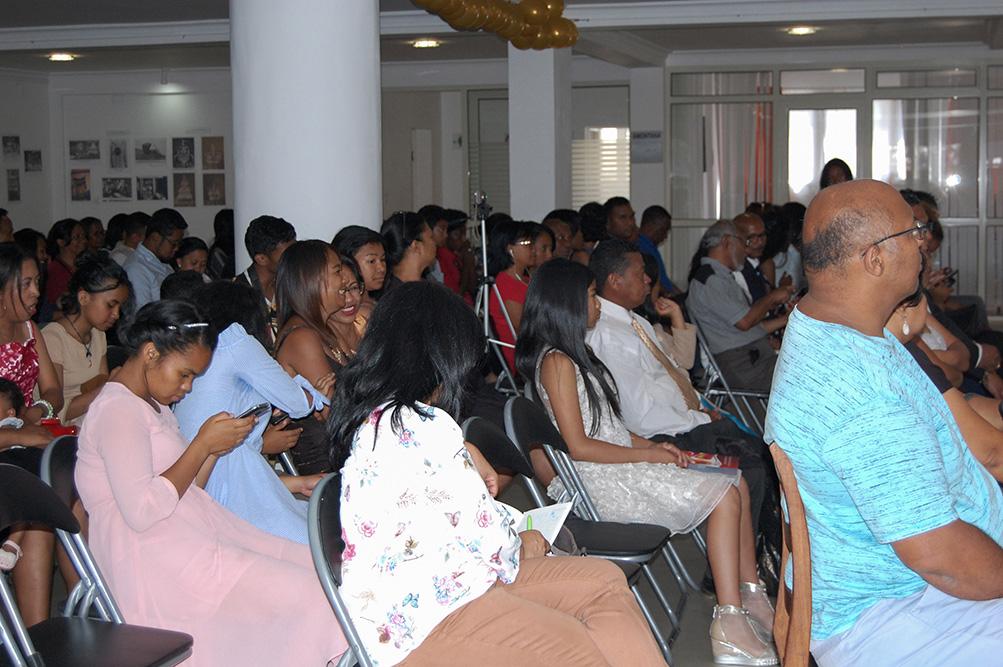 Le public tenu en haleine par les maîtres de cérémonie