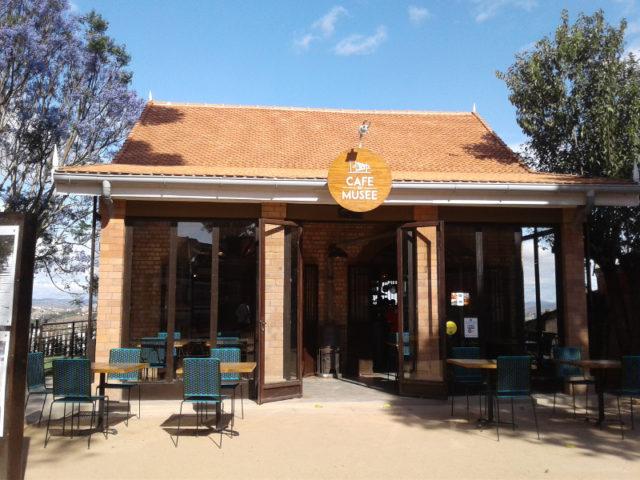 La très jolie maisonnette qui abrite le Café du Musée