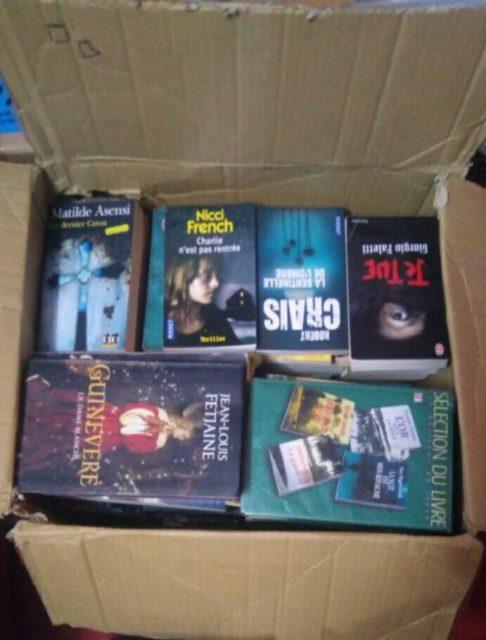 L'un des fameux cartons remplis de livres
