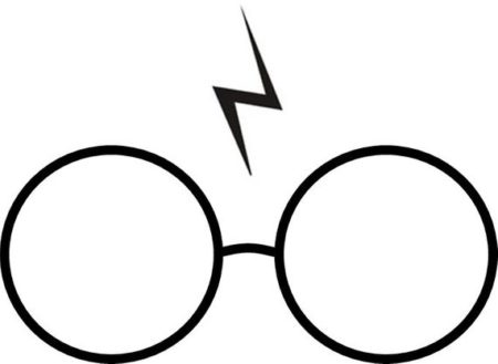 La paire de lunettes et la cicatrice si caractéristiques au personnage de Harry Potter