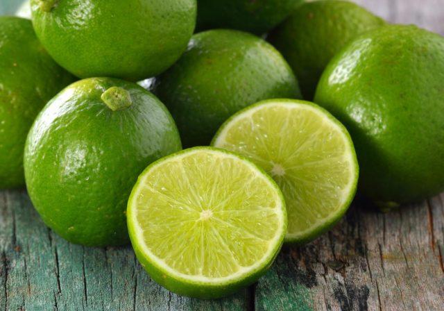 À la fois dégraisseur et antyoxidant, le citron propose de nombreuses vertus