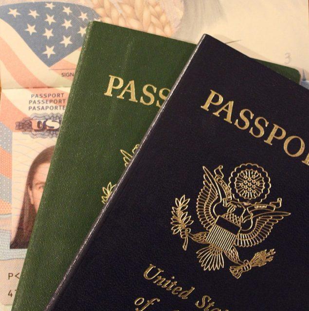 Le passeport figure parmi les documents à fournir