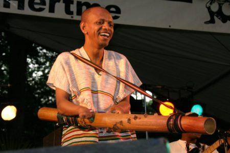 Rajery partage sa passion avec son instrument fétiche