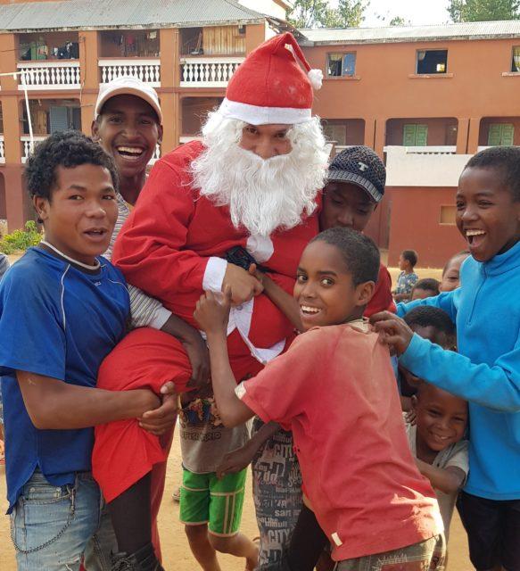 Oui, ils ont vraiment soulevé le Père Noël!