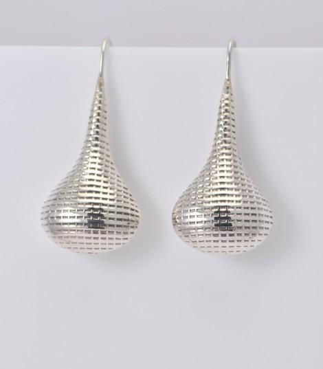 Une boucle d'oreille en forme de goutte, un bijoux argent pas cher à 48,33 €
