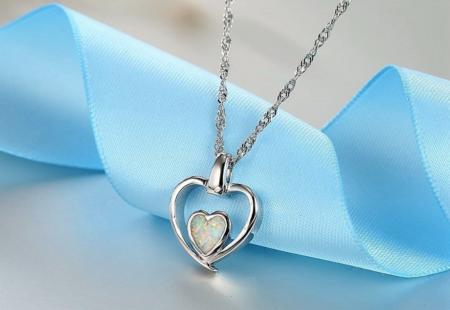 Ce collier cœur opale fait partie des vrais bijoux fantaisie en argent 925 de Sweetly Fantaisie
