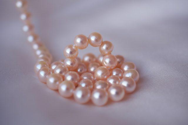 Les perles, matériaux de base pour les bijoux de mariage
