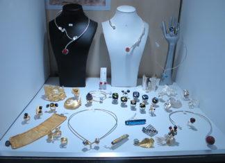 Bijoux pour femme fantaisie, les 8 sites à ne pas rater pour vous mesdames