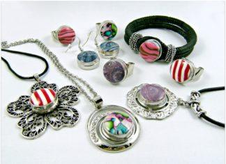 À la recherche de bijoux pour femmes pas cher ? Découvrez des bijoux fantaisie et des bijoux classiques or, argent, strass, alliage de métaux, etc.