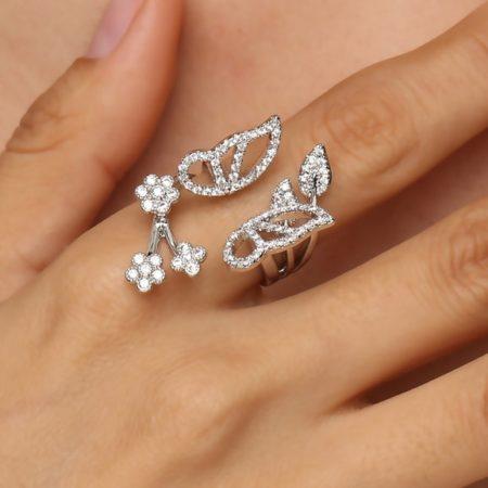 Un bijou pour femme pas cher: une bague en alliage de métaux Zircons de 11,99 €