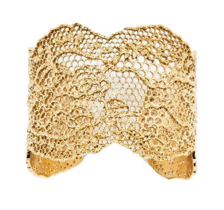 Le bracelet-manchette, un accessoire très en vogue