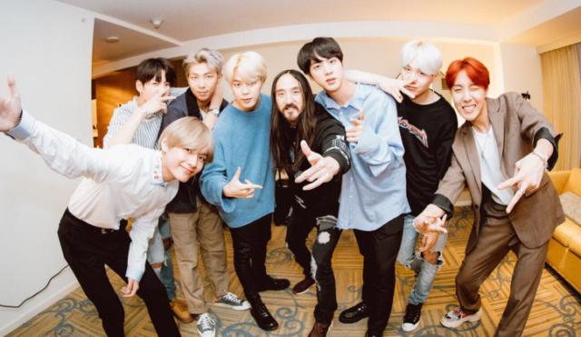 BTS et Steve Aoki lors de la collaboration pour «Mic Drop»