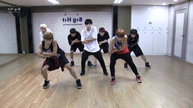 """Dance mirror : les BTS s'entraînant sur leur titre """"Danger"""" (enfin je crois xD)"""