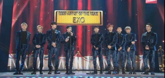 EXO lors de l'acceptation du Daesang de MAMA 2016