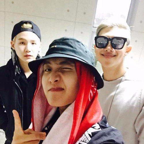 De droite à gauche: RM, J-hope& Suga, rap lin des BTS