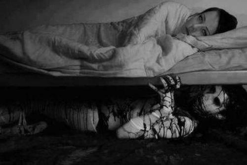 Qui n'a pas peur de voir ce qu'il y a sous son lit?