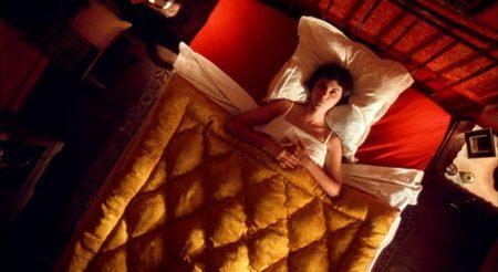 Être seule à la maison la nuit… C'est pas très cool, surtout quand la maison est grande…