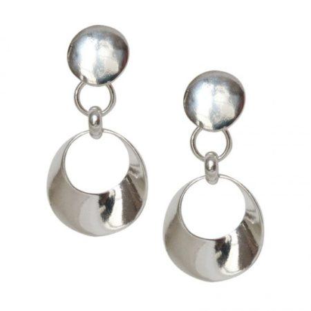Les boucles d'oreille à clips sont les bijoux à ne pas oublier pour être élégante