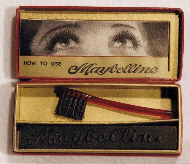 Pour le fun, le premier mascara moderne ressemblait à ça (Maybelline toujours)