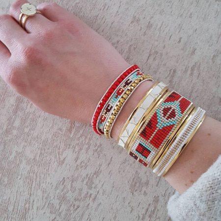 Le bracelet manchette complètera votre look boho