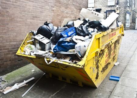 Nos bacs à ordures sont beaucoup plus dégoûtants que celui-là