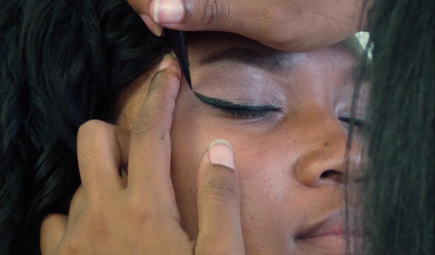 Pour ce relooking total maquillage, j'ai opté pour un trait d'eyeliner plus épais