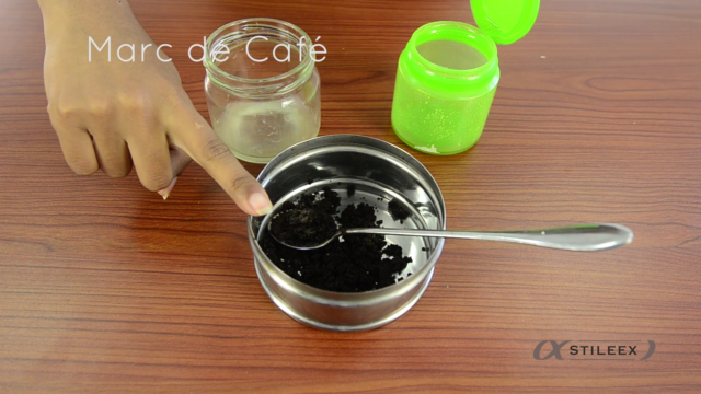 Ensuite d'une cuillère à soupe de marc de café
