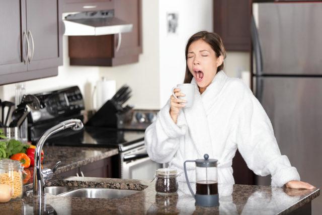 Café noir ou café au lait, lequel est le plus efficace pour rester éveillé?