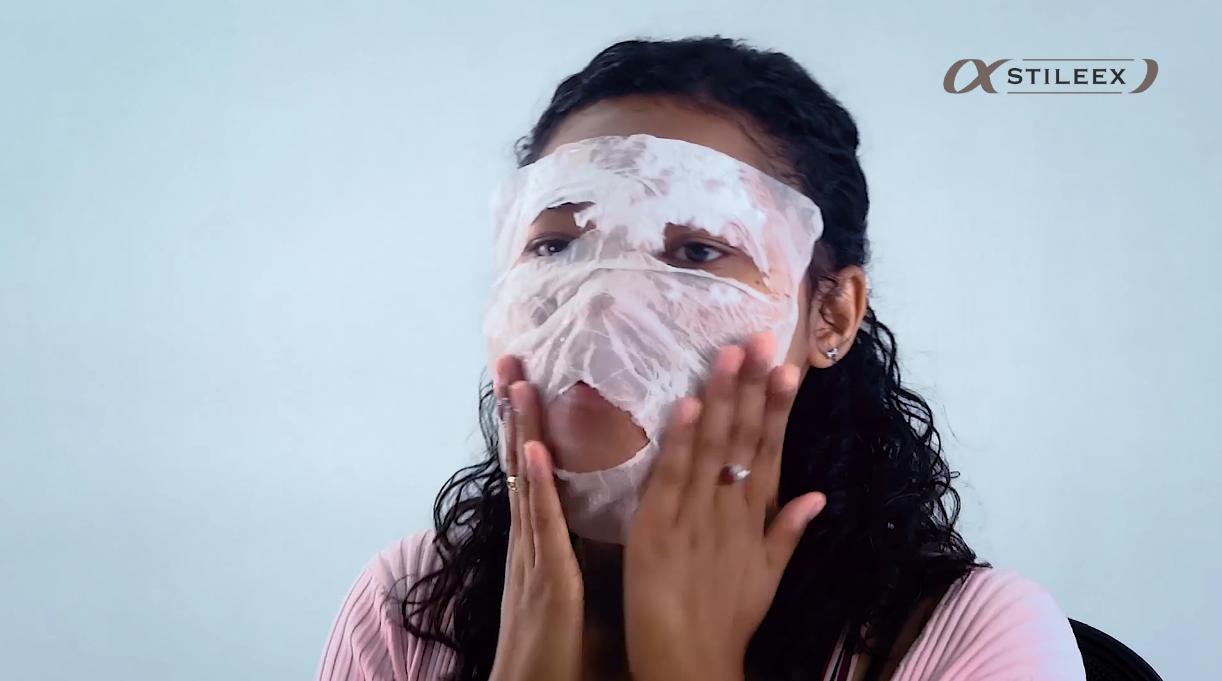 Maintenant, collez la serviette sur votre visage