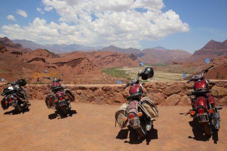 Randonnée en moto de Tana à Ampefy (Madagascar), qui est partant?