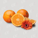 Tas d'oranges et une fleur
