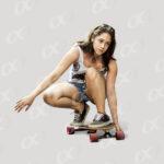 Un fille sur un skateboard