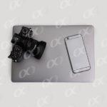 Un ordinateur portable, smartphone et appareil photo