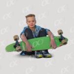 Un petit garçon, skateboard