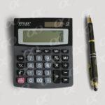 Une calculatrice et un stylo