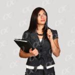 Une comptable avec des documents et un stylo