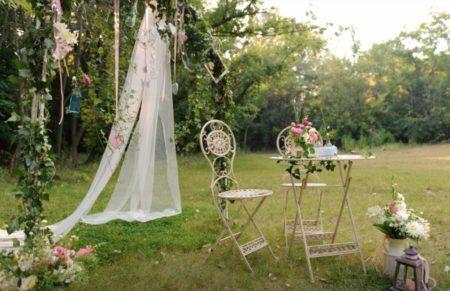 Appréciez la douceur d'une décoration de mariage champêtre