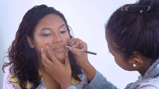 Le crayon à lèvres vous permet de faire une meilleure application de votre rouge à lèvres