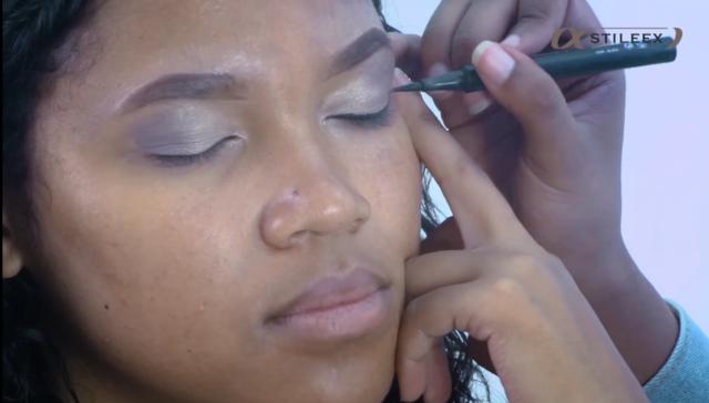 Pour tracer l'eyeliner, il faut toujours partir du centre