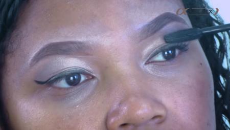 Pas besoin de faux-cils lorsqu'on utilise la bonne technique pour appliquer son mascara
