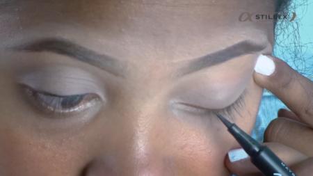 Pour un no make-up, l'idéal est de faire un trait d'eye-liner extrêmement fin