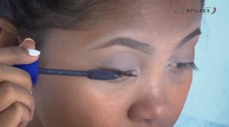 L'application du mascara se fait toujours en zigzag!